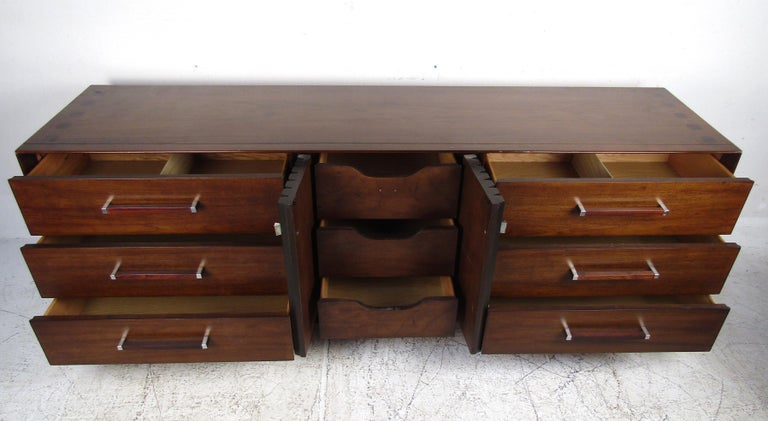 Mid-Century Modern Walnut and Rosewood Lane Bedroom Set For Sale 2