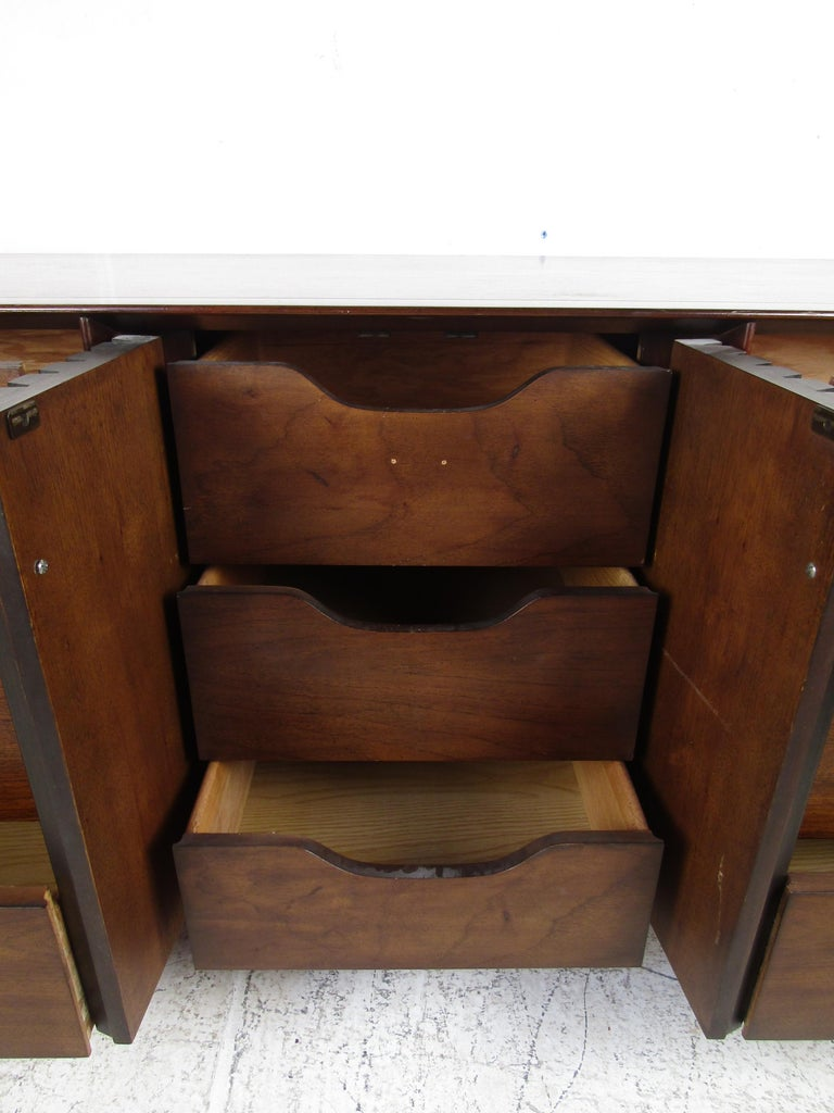 Mid-Century Modern Walnut and Rosewood Lane Bedroom Set For Sale 3