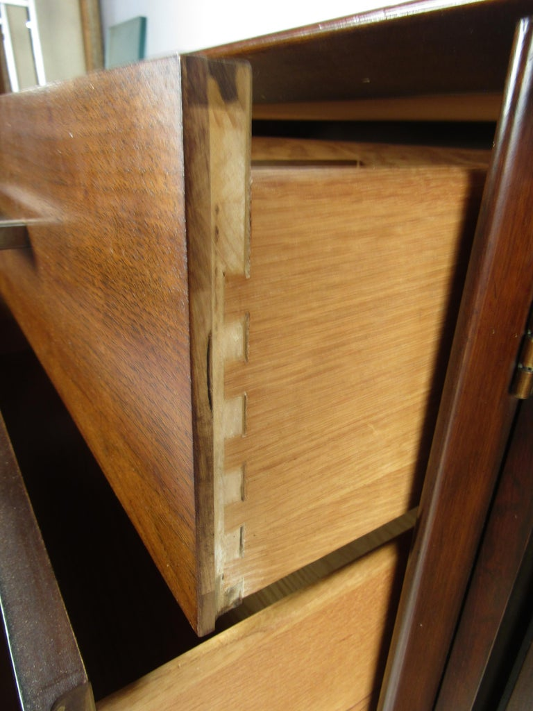 Mid-Century Modern Walnut and Rosewood Lane Bedroom Set For Sale 4