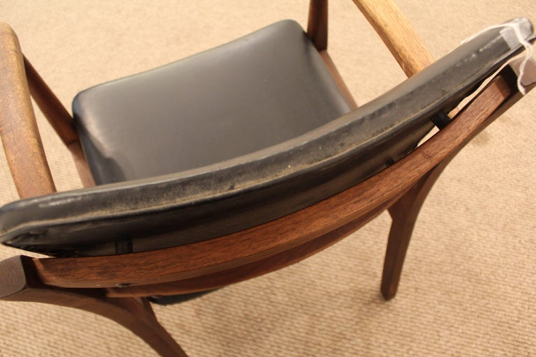 Mid-Century Modern Walnut Armchair For Sale 4