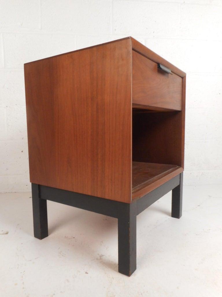 American Mid-Century Modern Walnut Bedroom Set by Kroehler For Sale