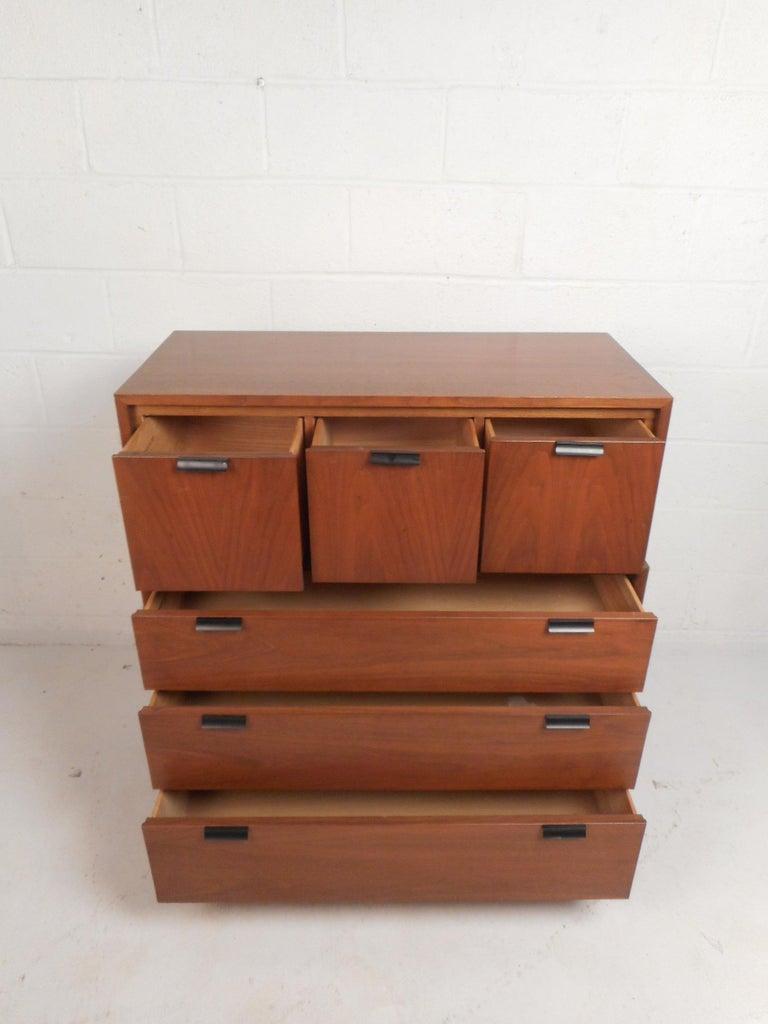 Mid-Century Modern Walnut Bedroom Set by Kroehler For Sale 1