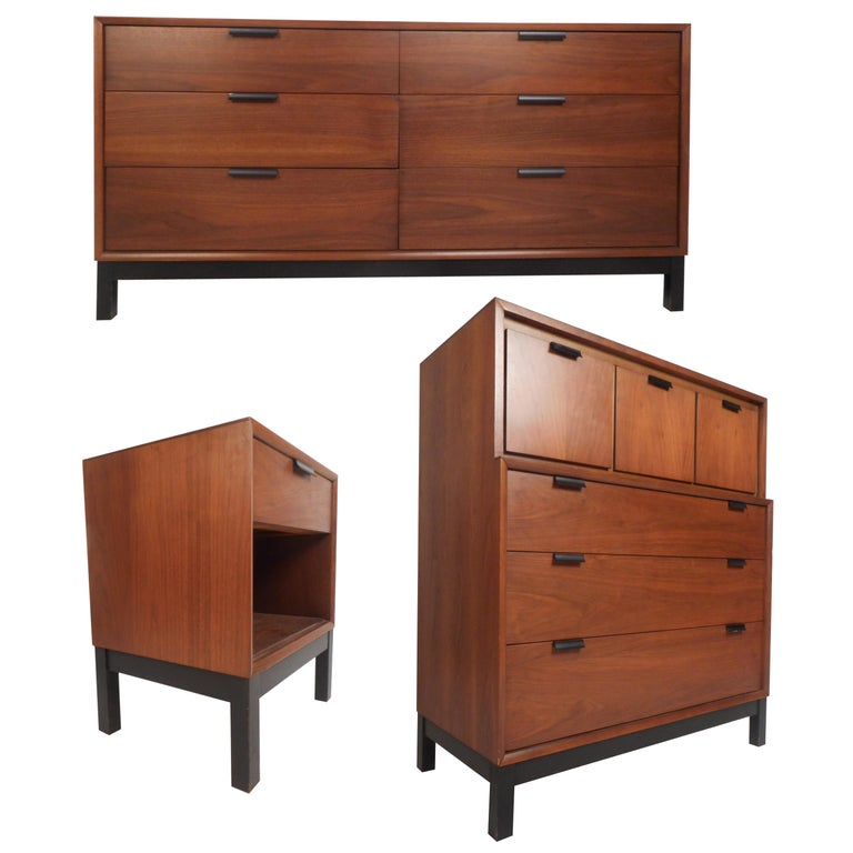 Mid Century Modern Walnut Bedroom Set By Kroehler For Sale At 1stdibs