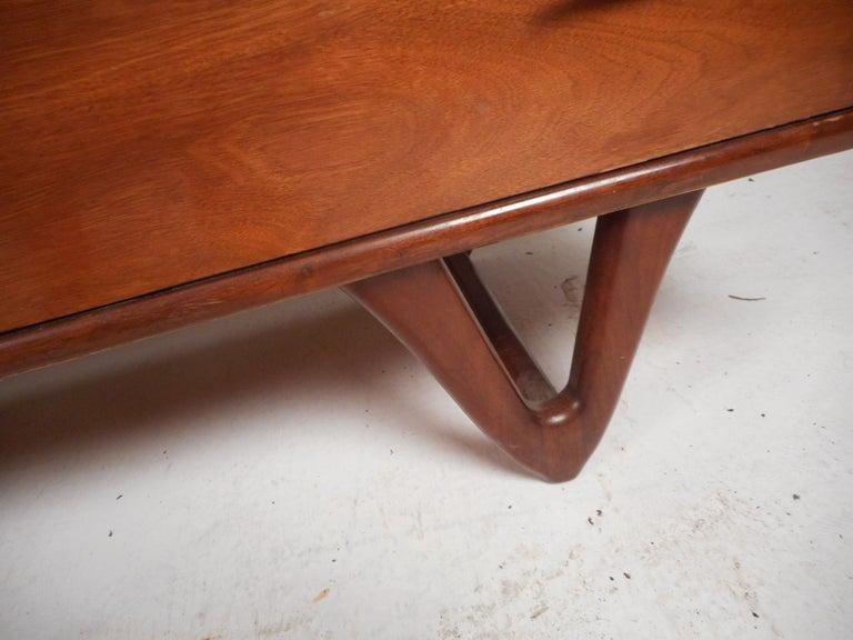 Mid-Century Modern Walnut Bedroom Set For Sale 10