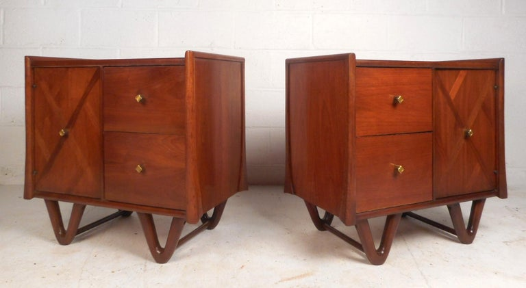 Mid-Century Modern Walnut Bedroom Set In Good Condition For Sale In Brooklyn, NY