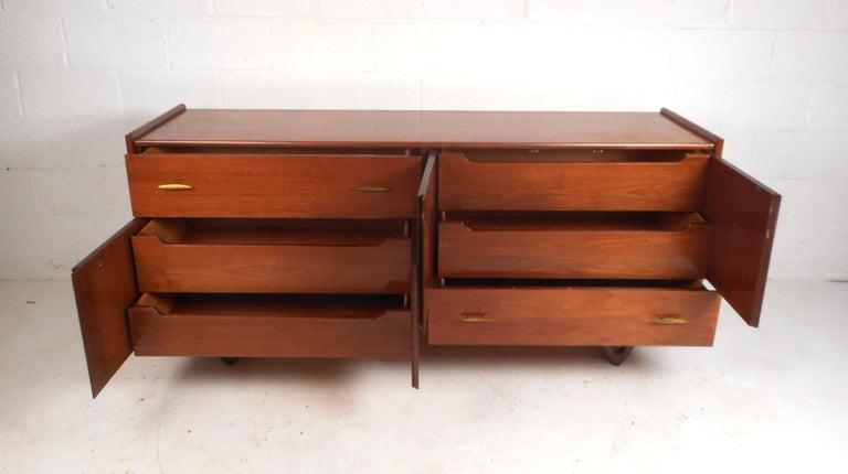 Mid-Century Modern Walnut Bedroom Set For Sale 2