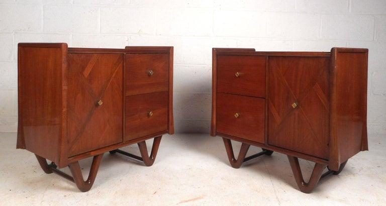 Mid-Century Modern Walnut Bedroom Set For Sale 3