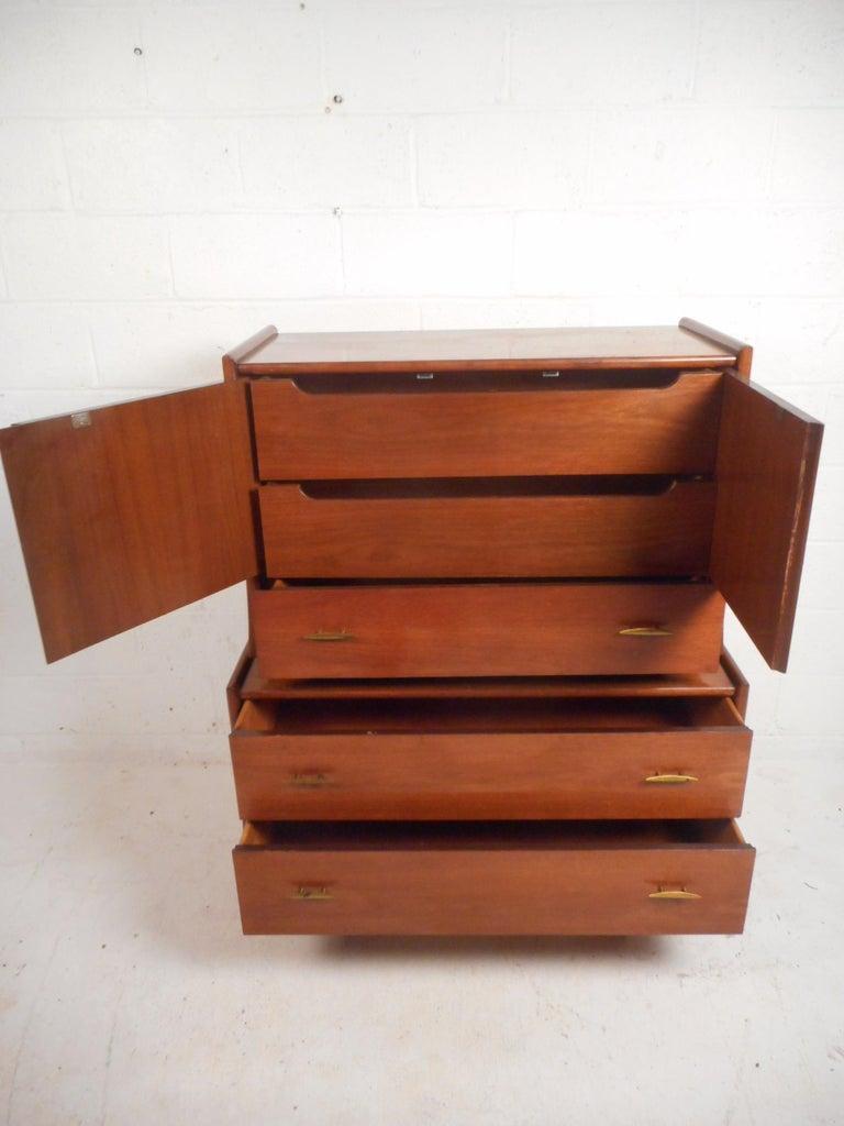 Mid-Century Modern Walnut Bedroom Set For Sale 4