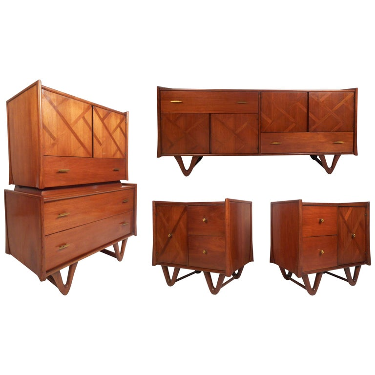 Mid-Century Modern Walnut Bedroom Set For Sale
