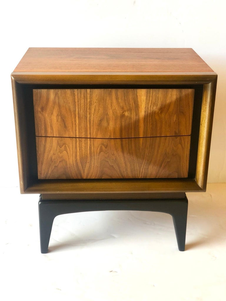 Beautiful freshly refinished diamond front, walnut single nightstand by United Furniture we refinished the sides and front and lacquer in black satin finish the legs and drawers edge, this beautiful and rare piece represents an era that's gone, the