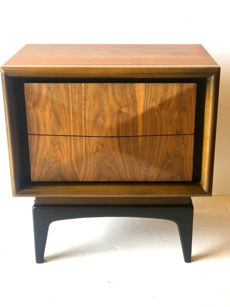 Mid-Century Modern Walnut and Black Lacquer Diamond Front Nightstand by United In Good Condition For Sale In San Diego, CA
