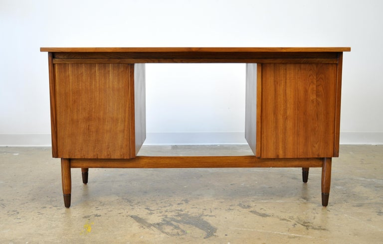 Mid-Century Modern Walnut Boomerang Desk For Sale 5