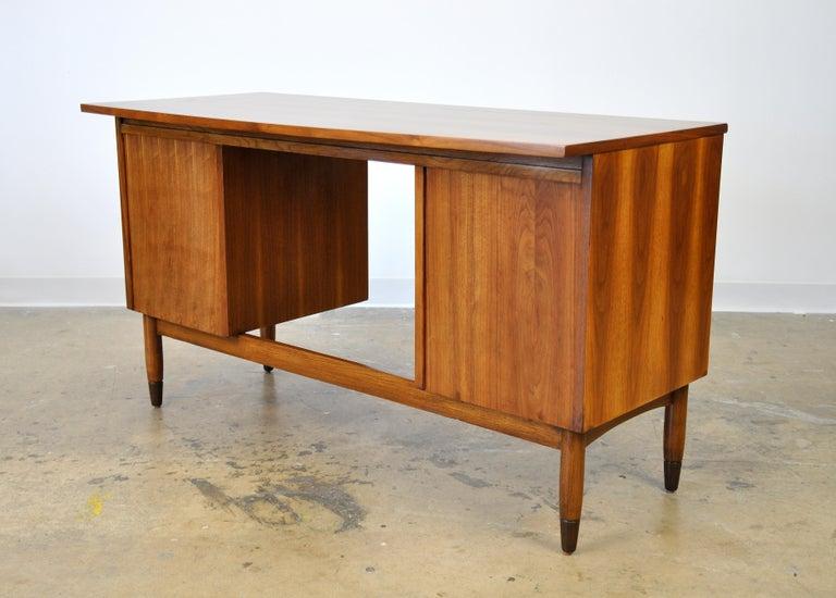 Mid-Century Modern Walnut Boomerang Desk For Sale 6