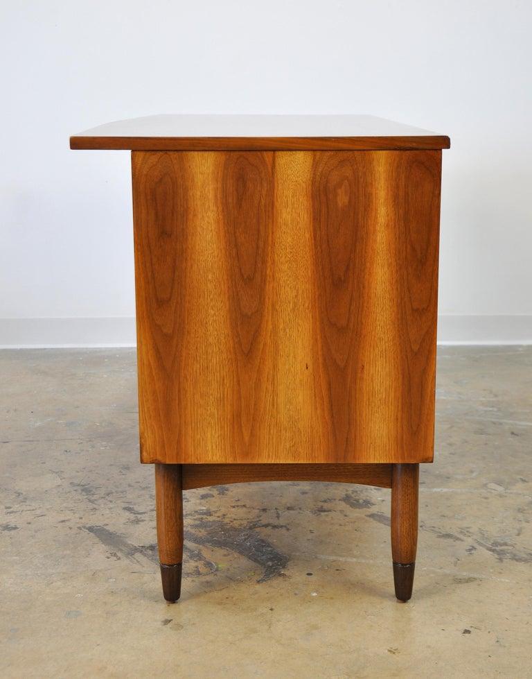 Mid-Century Modern Walnut Boomerang Desk For Sale 8
