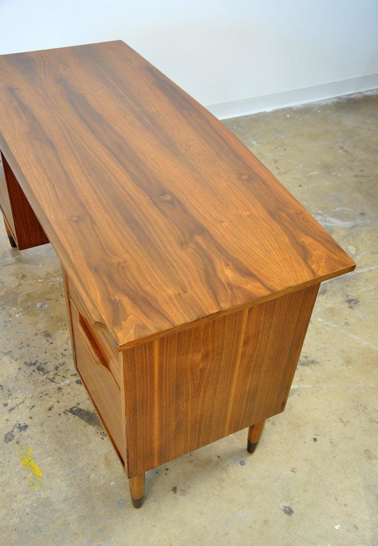 Mid-Century Modern Walnut Desk For Sale 1