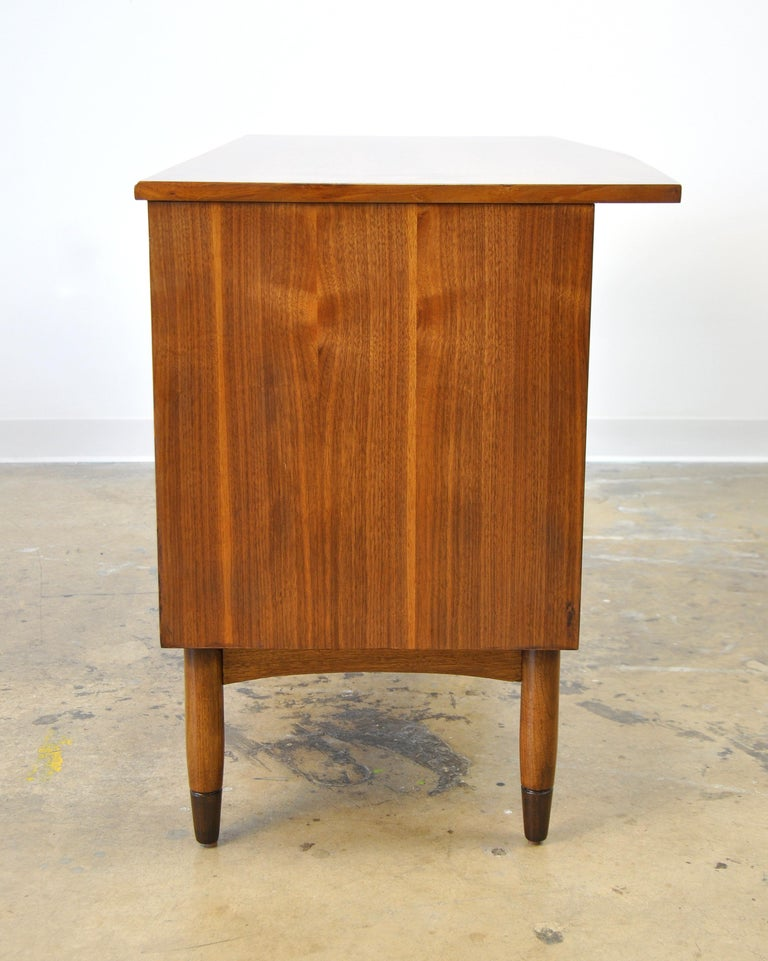 Mid-Century Modern Walnut Boomerang Desk For Sale 2