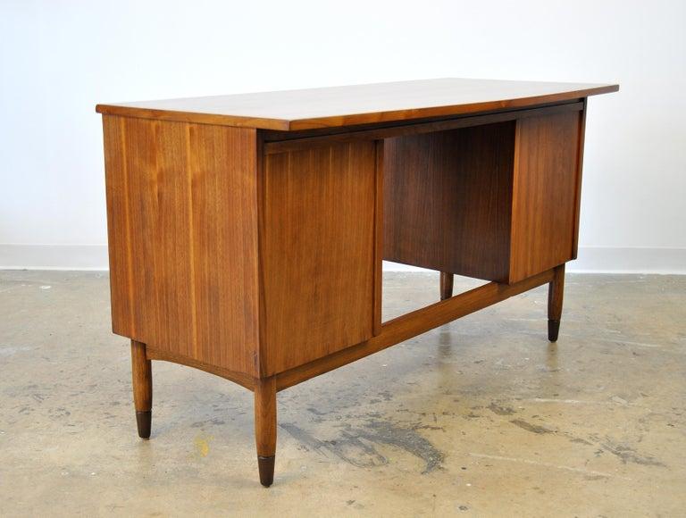 Mid-Century Modern Walnut Boomerang Desk For Sale 3