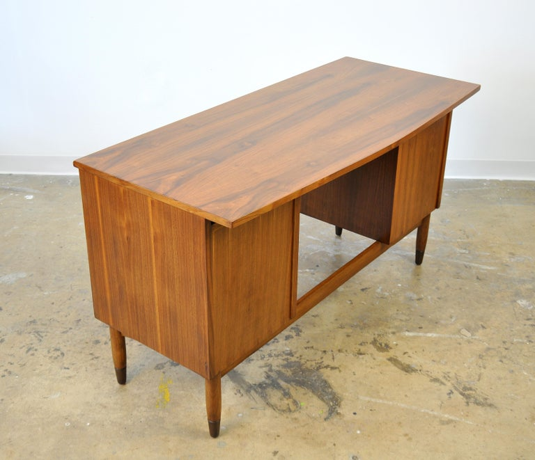 Mid-Century Modern Walnut Boomerang Desk For Sale 4
