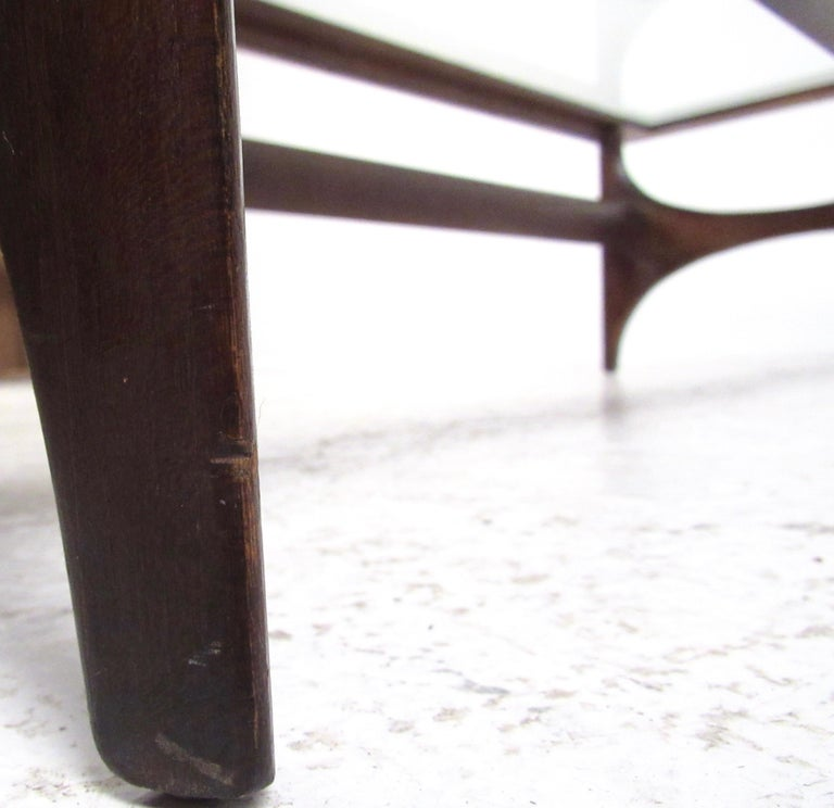 Mid-Century Modern Walnut Coffee Table by Lane For Sale 6