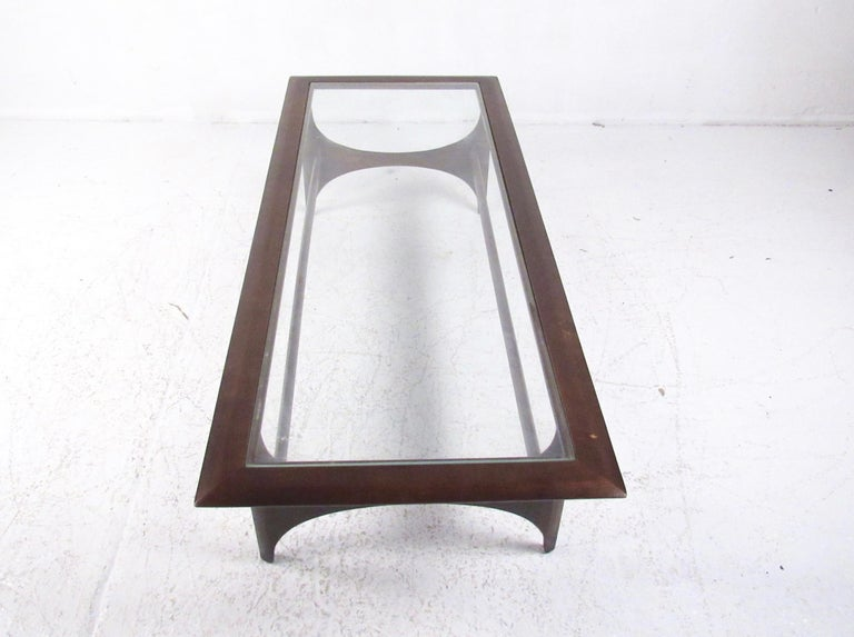 American Mid-Century Modern Walnut Coffee Table by Lane For Sale