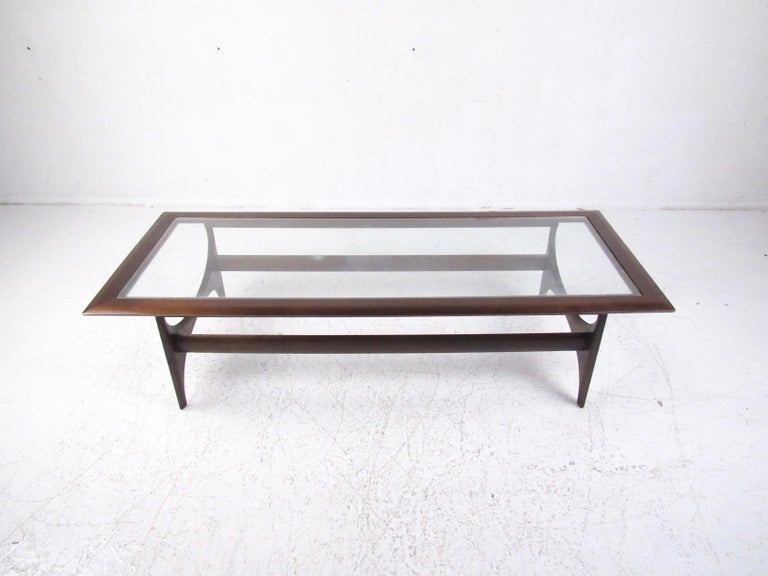 Mid-Century Modern Walnut Coffee Table by Lane In Good Condition For Sale In Brooklyn, NY