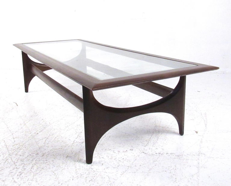 Late 20th Century Mid-Century Modern Walnut Coffee Table by Lane For Sale