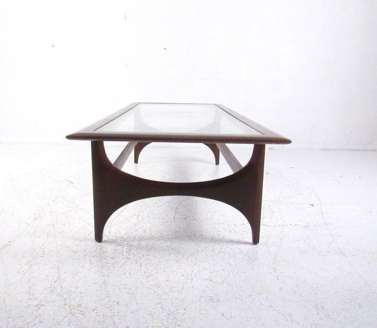 Mid-Century Modern Walnut Coffee Table by Lane For Sale 1
