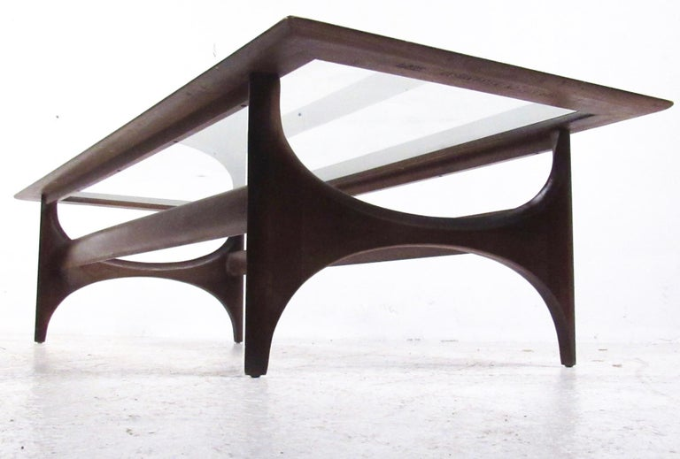 Mid-Century Modern Walnut Coffee Table by Lane For Sale 3