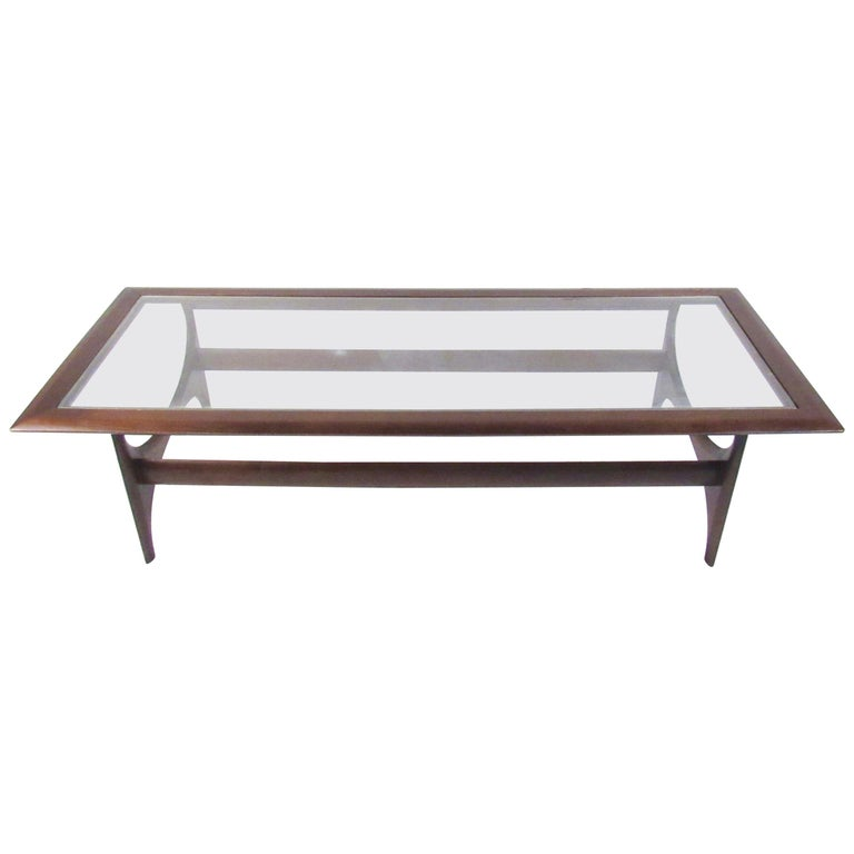 Mid-Century Modern Walnut Coffee Table By Lane For Sale At