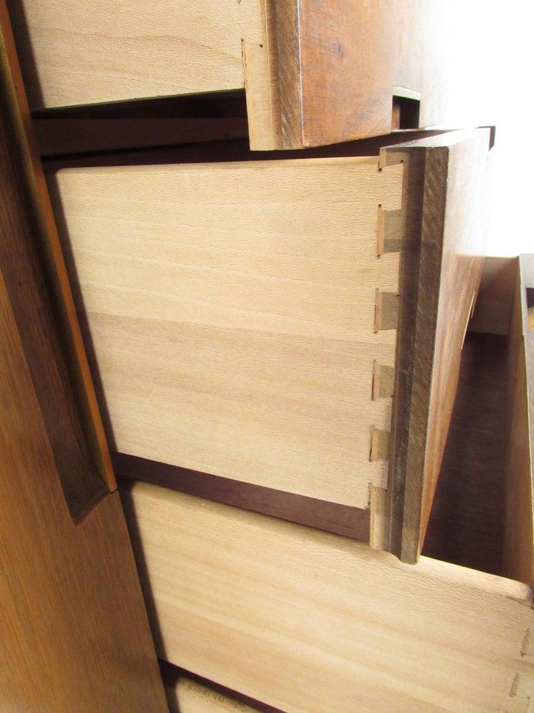 Mid-Century Modern Walnut Credenza by Cavalier Furniture For Sale 1