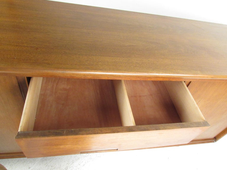 Mid-Century Modern Walnut Credenza by Cavalier Furniture For Sale 2