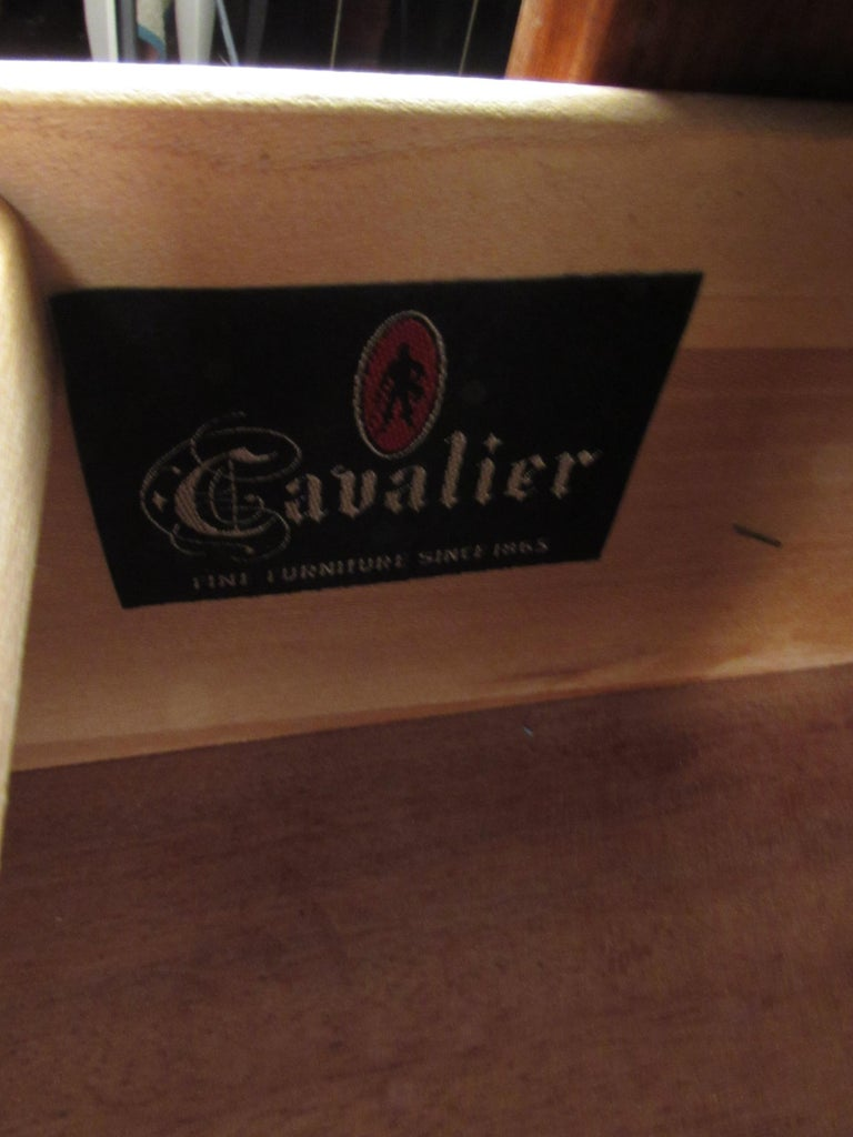 Mid-Century Modern Walnut Credenza by Cavalier Furniture For Sale 3