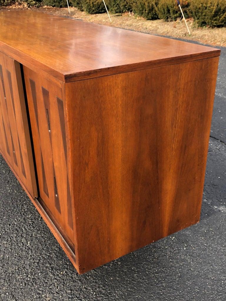 Mid-Century Modern Walnut Credenza For Sale 6