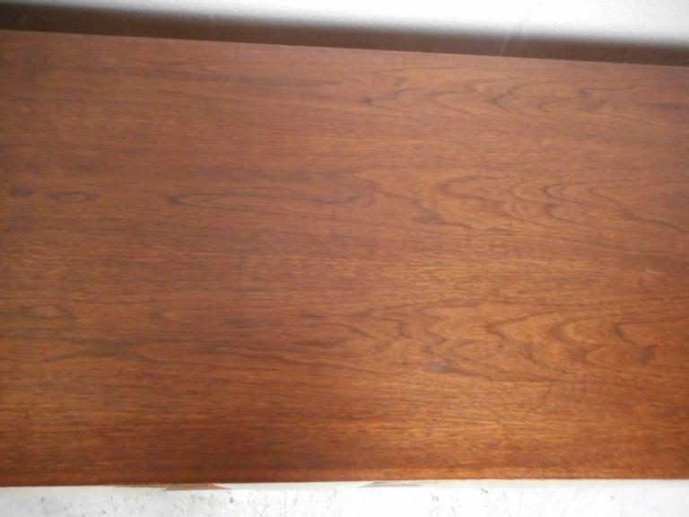 Mid-Century Modern Walnut Credenza For Sale 1