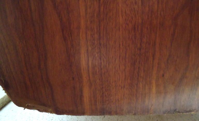 Mid-Century Modern Walnut Credenza For Sale 4