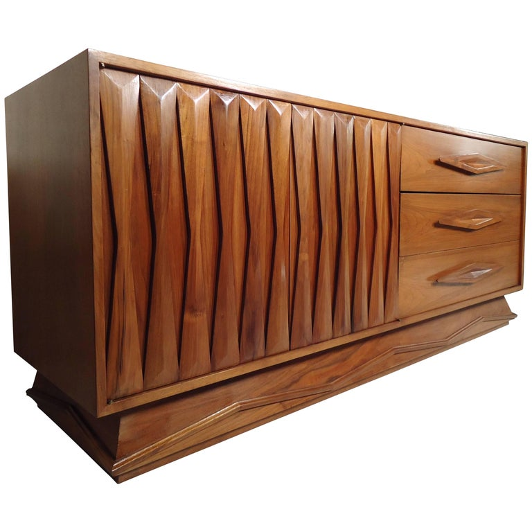 Mid-Century Modern Walnut Credenza For Sale