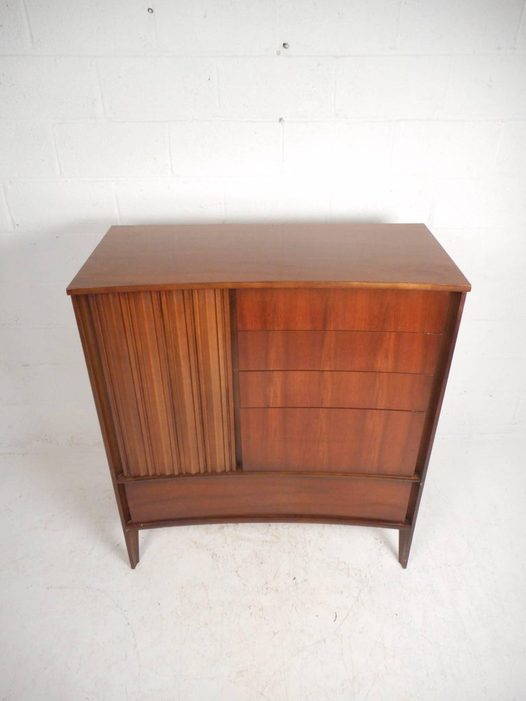 Mid-Century Modern Walnut Curved Front Highboy Dresser In Good Condition For Sale In Brooklyn, NY