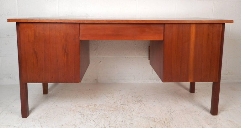 Mid-Century Modern Walnut Desk with a Finished Back For Sale 1