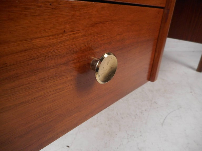 Mid-Century Modern Walnut Desk with a Finished Back For Sale 3