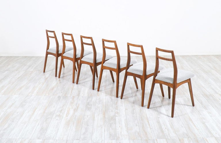 Mid-Century Modern Walnut Dining Chairs In Excellent Condition In Los Angeles, CA