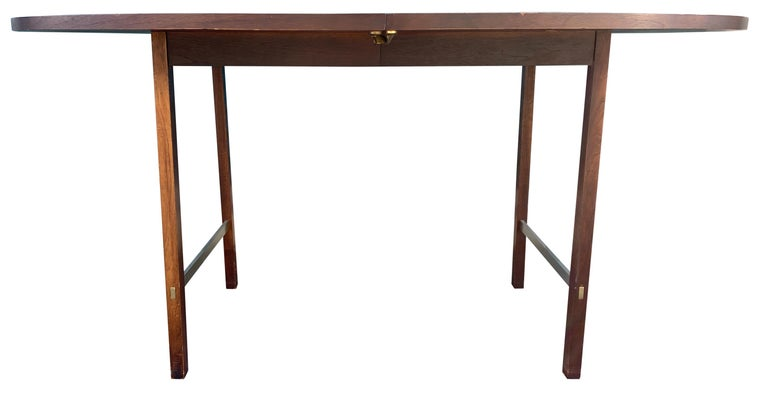 American Mid-Century Modern Walnut Dining Table by Paul McCobb for Calvin 2 Leaves For Sale