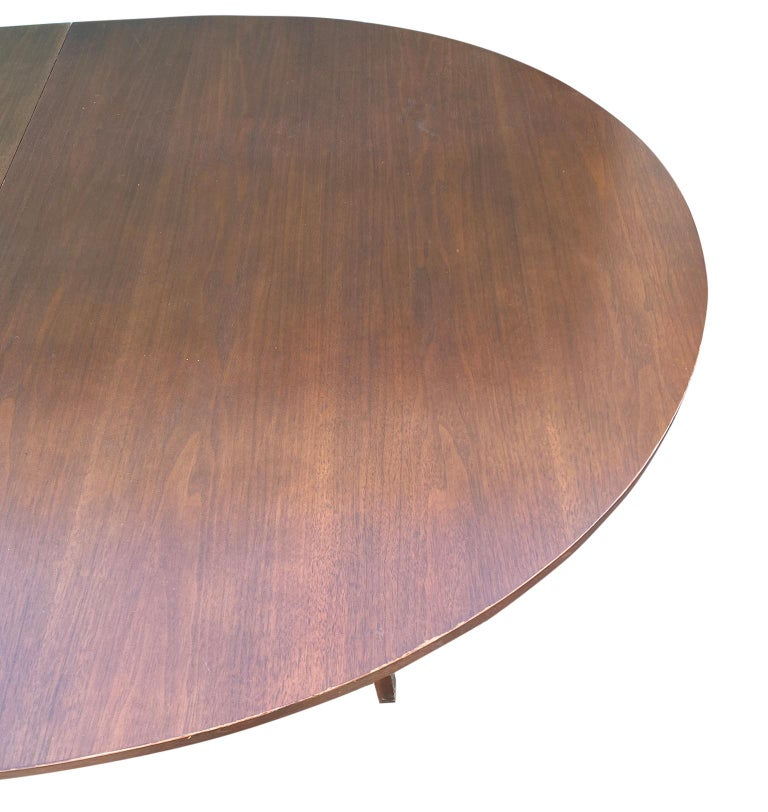 Mid-Century Modern Walnut Dining Table by Paul McCobb for Calvin 2 Leaves For Sale 2