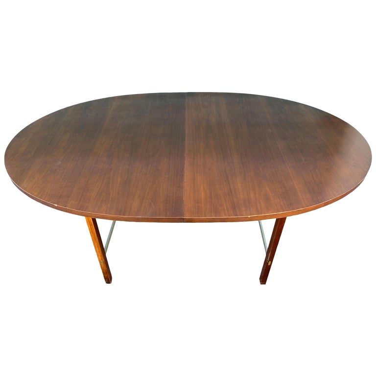 Mid-Century Modern Walnut Dining Table by Paul McCobb for Calvin 2 Leaves For Sale