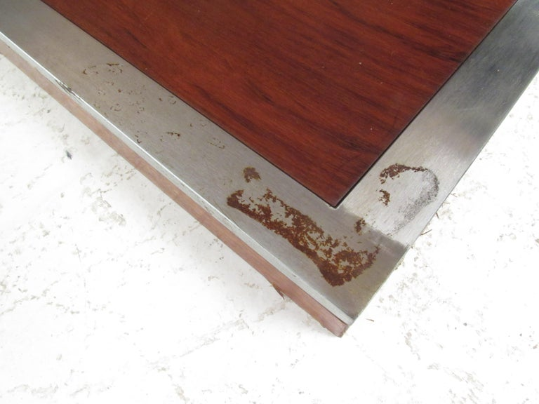 Mid-Century Modern Walnut Dining Table with a Pedestal Base 6