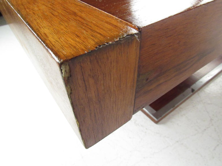 Mid-Century Modern Walnut Dining Table with a Pedestal Base 11