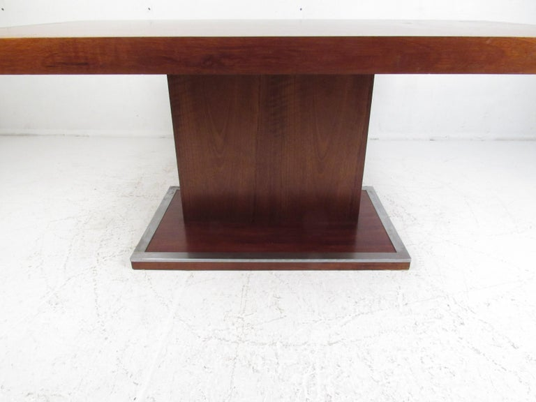 Mid-20th Century Mid-Century Modern Walnut Dining Table with a Pedestal Base