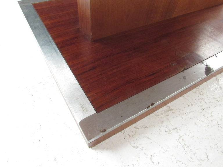 Mid-Century Modern Walnut Dining Table with a Pedestal Base 4