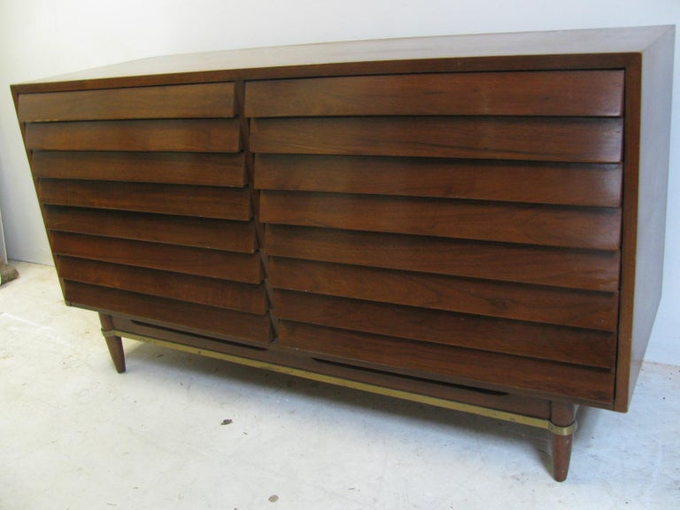 Mid-Century Modern Walnut Dresser American of Martinsville by Merton Gershun For Sale 6