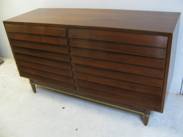 Mid-Century Modern Walnut Dresser American of Martinsville by Merton Gershun For Sale 7