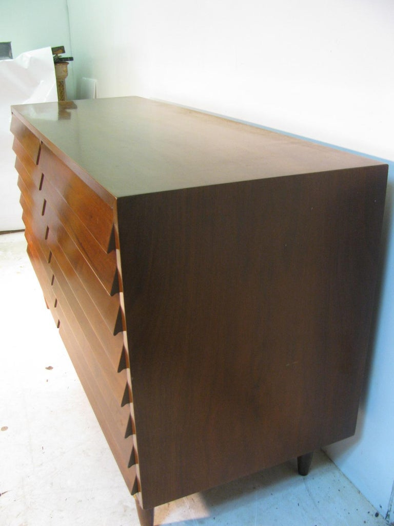 Mid-Century Modern Walnut Dresser American of Martinsville by Merton Gershun For Sale 3